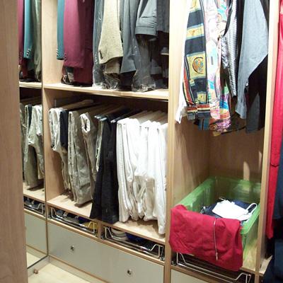 Bei der Gestaltung Ihres Ankleidebereiches schaffen wir Aufbewahrungskonzepte, in denen Sie Ihre Garderobe optimal aufbewahren.